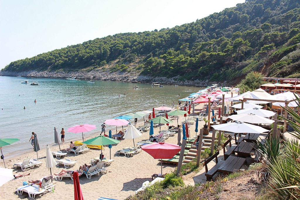 Spiaggia di Surj, Croazia - Viaggi tra le righe - Blog di Antonio Rotundo