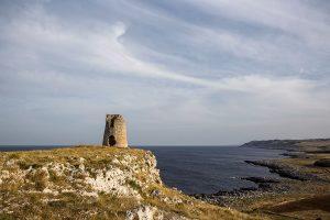 Torre Sant'Emiliano con la costa salentina sullo sfondo