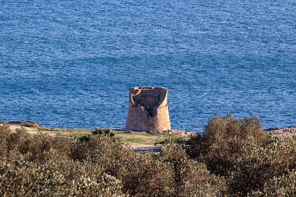 Vista dall'alto della torre nella baia di Porto Miggiano