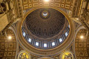 La Cupola di San Pietro fotografata dal basso, ecco cosa vedere a Roma in tre giorni