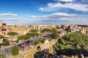 Via dei Fori Imperiali vista dal terrazzo dell'Altare della Patria, ecco cosa vedere a Roma in tre giorni