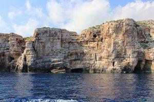 Scogliera sull'isola di Vis fotografata durante il viaggio in Croazia