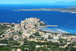 calvi-574523_1920-300x200 5 motivi per visitare la Corsica