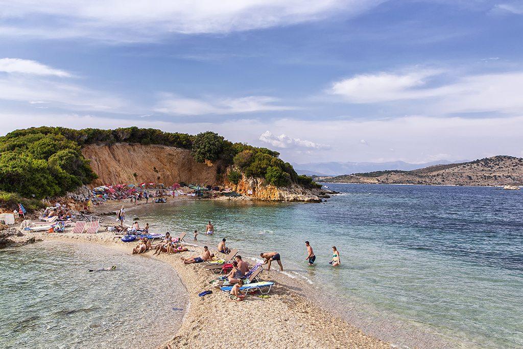 Tour in Albania - Isoletta spiaggia di Ksamil - Viaggi tra le Righe - Blog di Antonio Rotundo