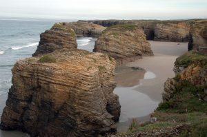 Playa-de-las-Catedrales-300x199 Le 10 spiagge più belle della Spagna