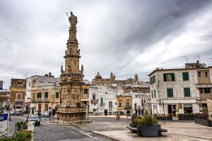 Ostuni, Colonna di Sant'Oronzo - Viaggi tra le righe - Blog di Antonio Rotundo