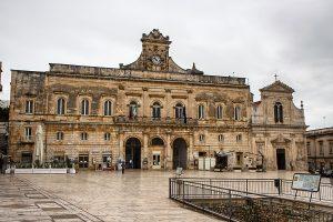 Ostuni, Piazza della Libertà - Viaggi tra le righe - Blog di Antonio Rotundo