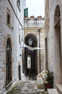 Vicolo Bovio, Ostuni - Viaggi tra le righe - Blog di Antonio Rotundo