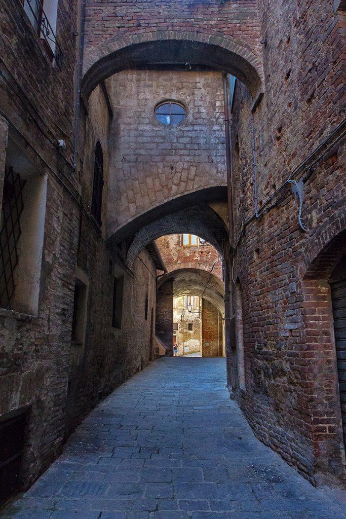 Un vicolo caratteristico di Siena ecco casa vedere a Siena in un giorno