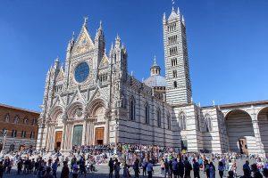 Il Duomo di Siena ripreso da lontano, ecco cosa vedere a Siena in un giorno