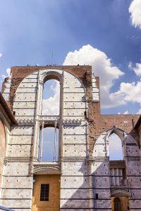 Il Facciatone di Siena visto dal basso, ecco casa vedere a Siena in un giorno