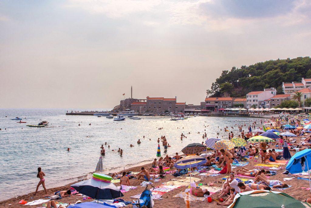 uno scorcio della spiaggia di Petrovac durante il viaggio in Montenegro