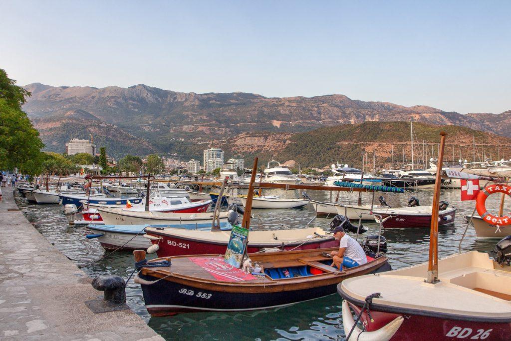 barche di pescatori attraccate al porto di Budva, uno scatto del mio viaggio in Montenegro