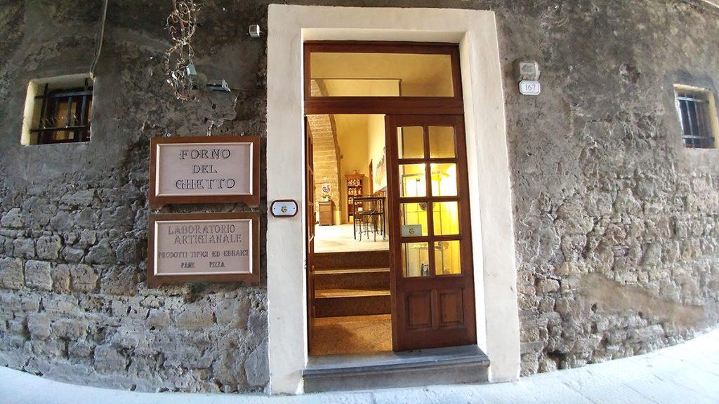 Porta di ingresso del forno del ghetto di Pitigliano, ecco cosa vedere in maremma