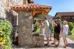 fontana all'interno del Monastero Moraca, vista durante le vacanze in Montenegro