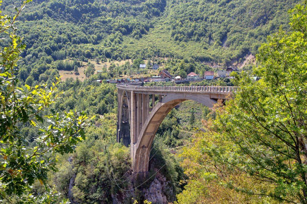 Ponte Djurdjevica sul fiume Tara, una meraviglia da vedere durante le vacanze in Montenegro