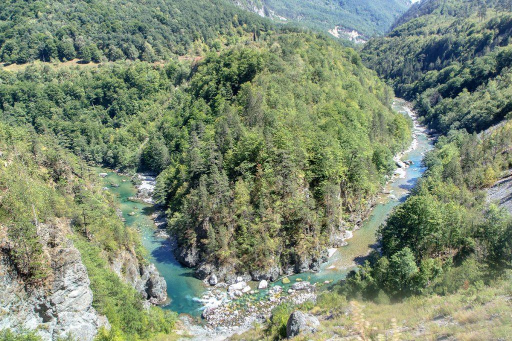 vista dall'alto del fiume Tara in MOntenegro, ecco cosa vedere durante le vacanze in Montenegro