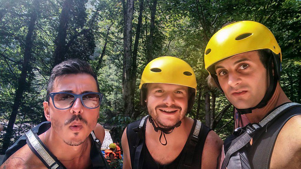 selfie all'interno della foresta durante le vacanze in Montenegro