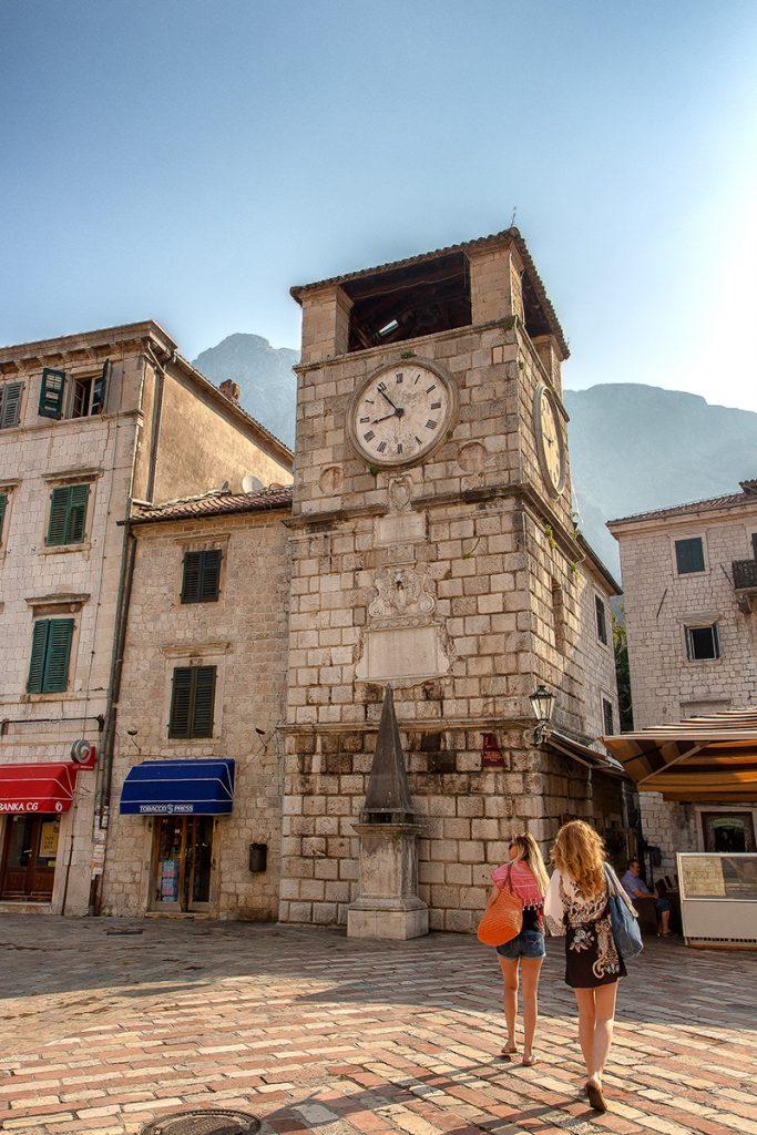 la Torre dell'orologio vista durante la visita alla baia di Kotor