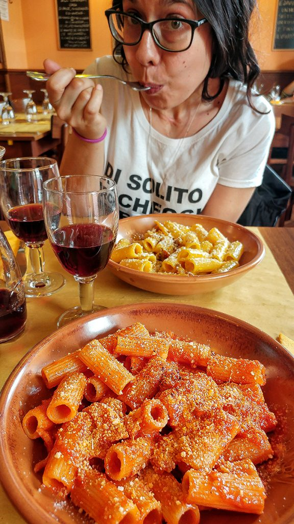 Due piatti di pasta del ristorante Vinellie Fornelli, uno dei locali di Roma dove mangiare e bere con gusto