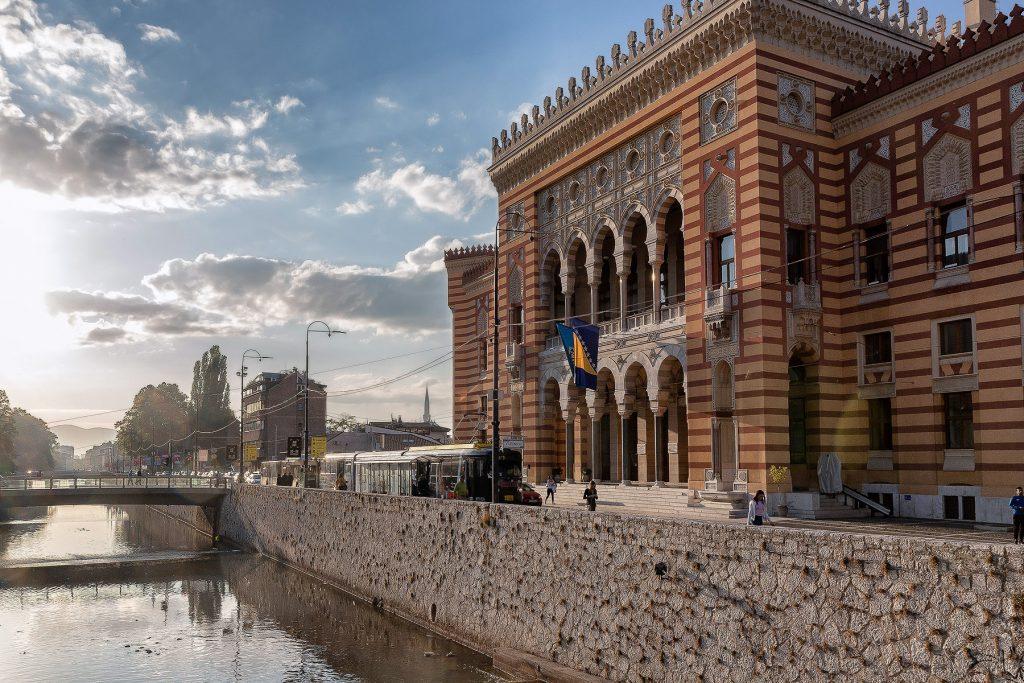 La Biblioteca Nazionale e Universitaria della Bosnia ed Herzegovina (Vijećnica) vista durante il mio viaggio in Bosnia