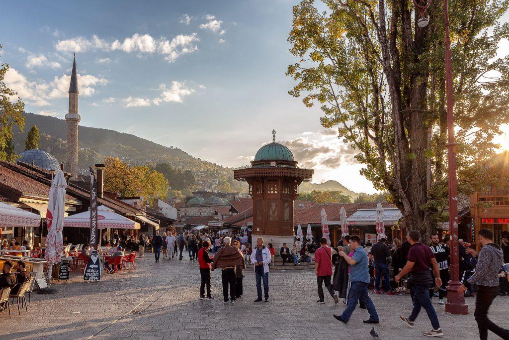 Tramonto sulla fontana di Sebilj durante il mio viaggio in Bosnia