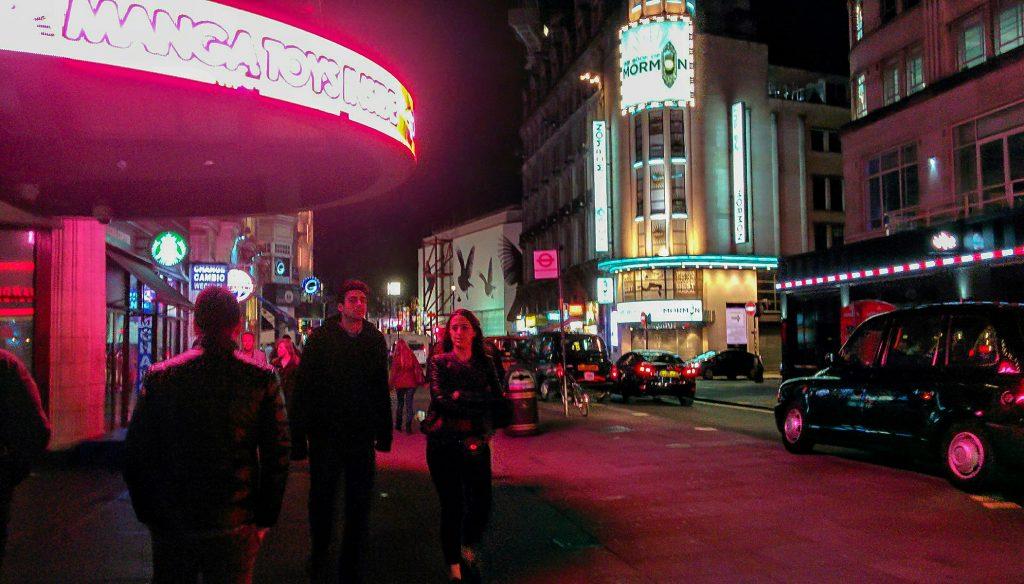 Piccadilly Circus vista di notte durante i tre giorni a Londra
