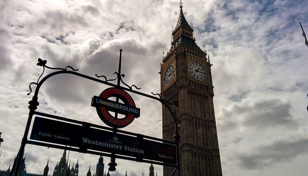 foto che ritrae il Big Ben dal basso scattata nei trei giorni a Londra