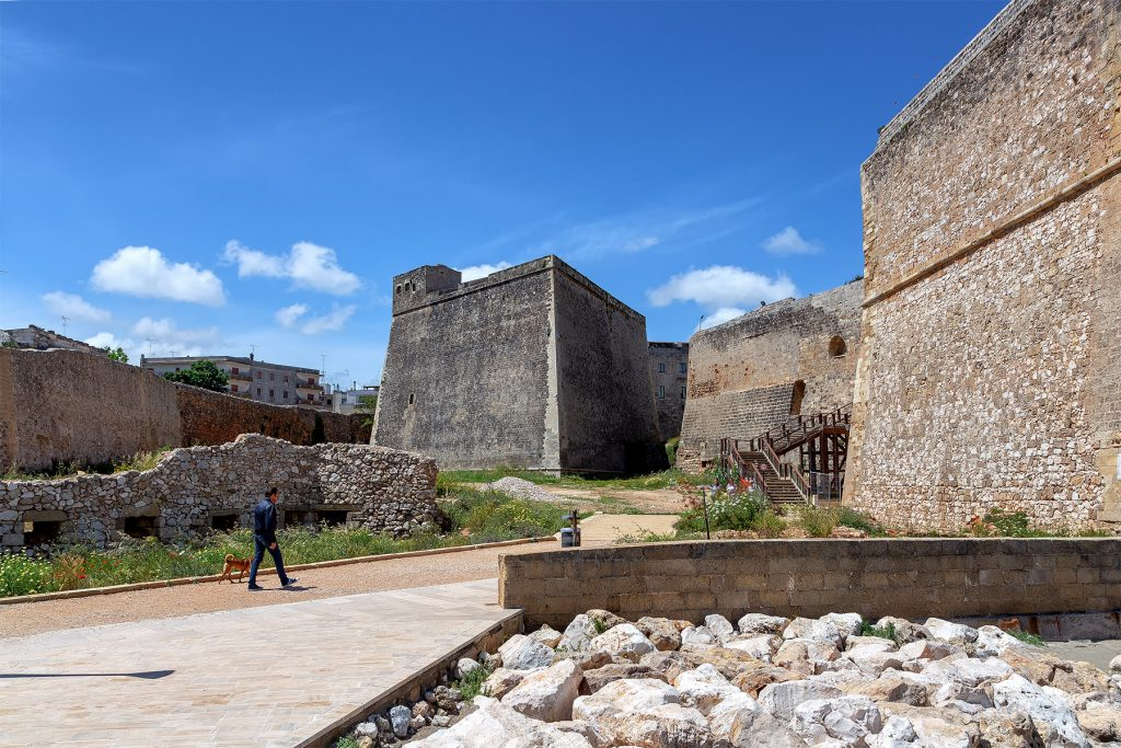 Bastione a forma di lancia da vedere durante le vacanze a Otranto